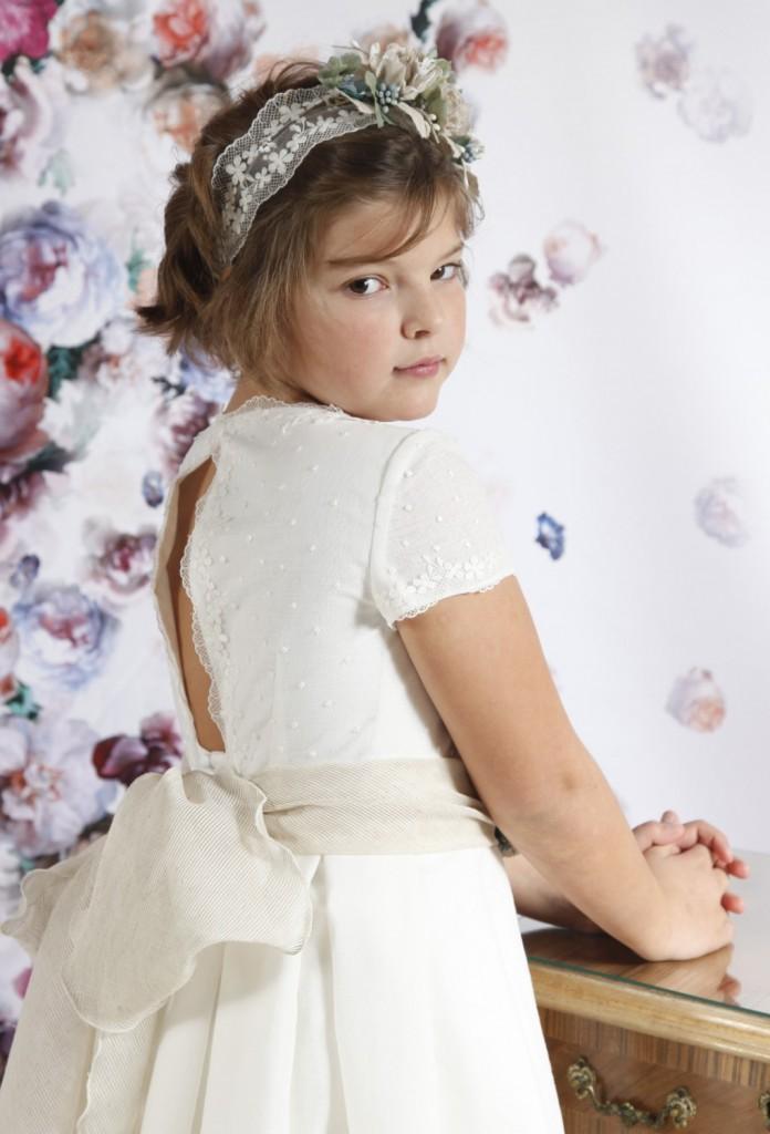 vestido de comunión de niña espalda abierta y tul bordado