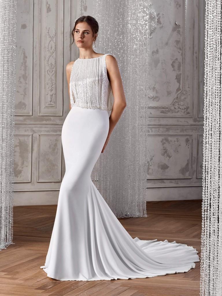 vestido de corte sirena con espalda joya y efecto ablusado