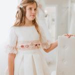 vestido de comunión 1872 valdés pastor, corte clásico, talle alto, lazada rosa claro