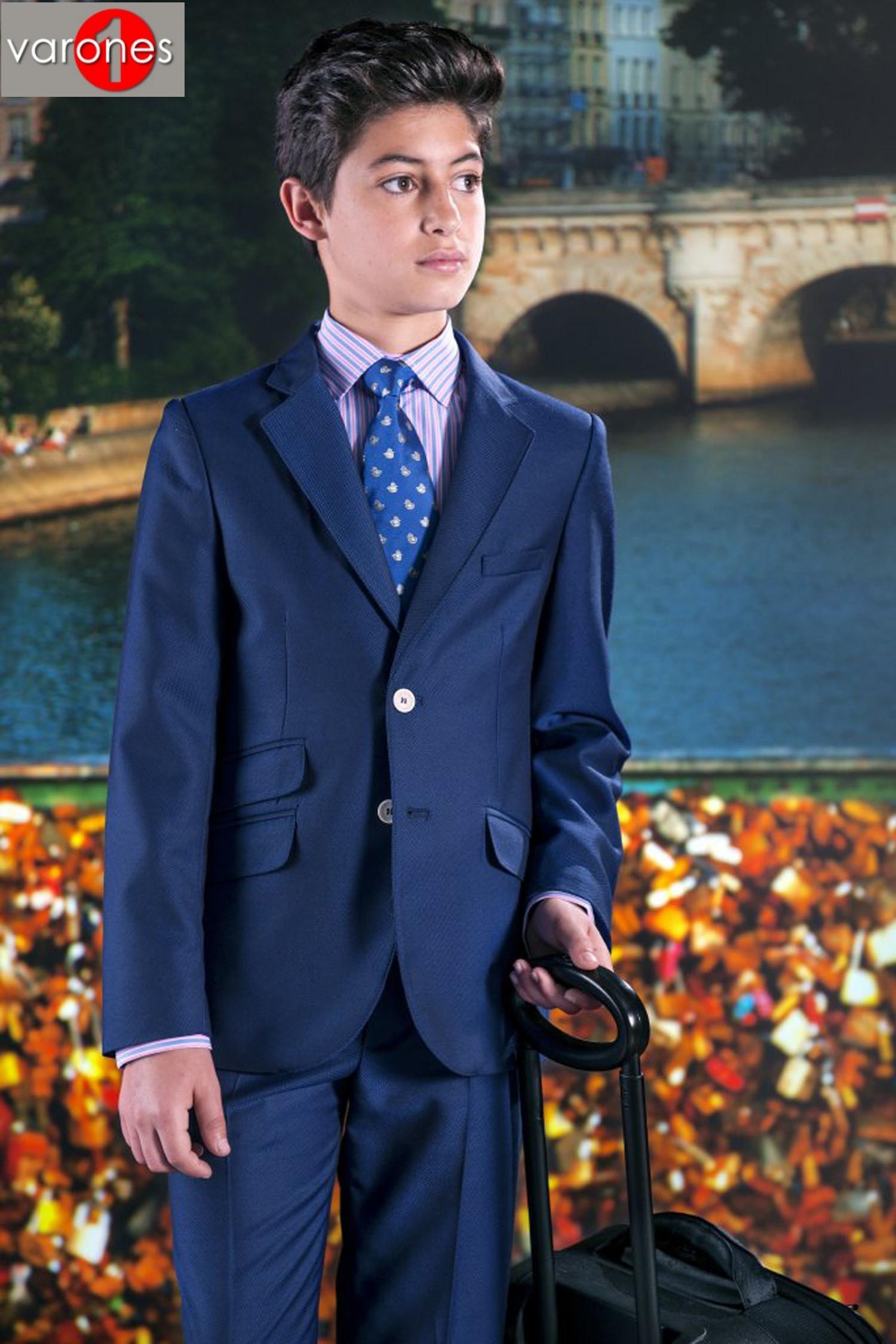 traje calle entallado azulón