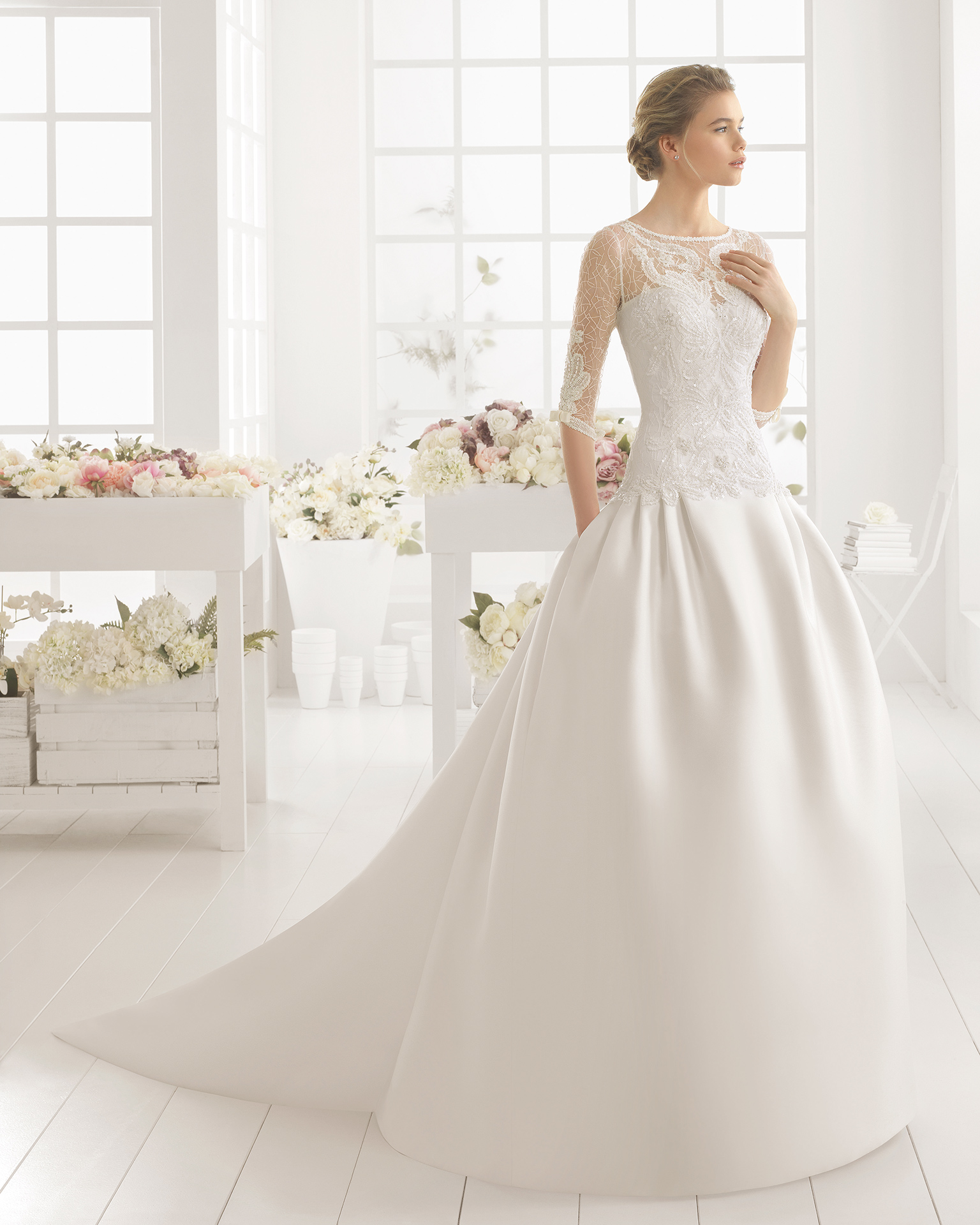 vestido novia con cola en mikado