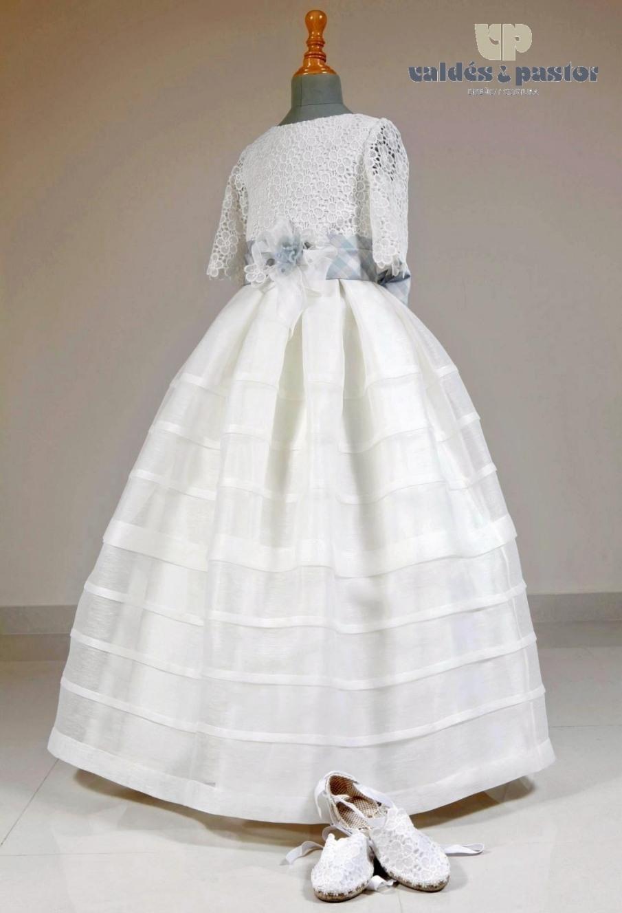 vestido de comunión falda jaretas cinturón seda confección artesana