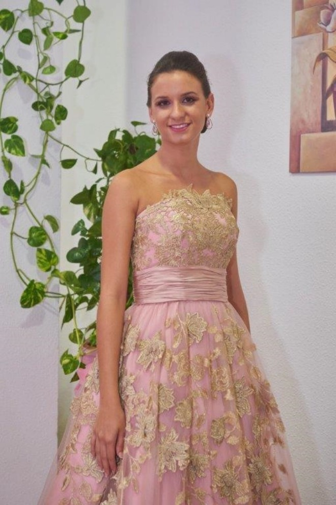 Vestido festera tono rosa y aplicaciones doradas
