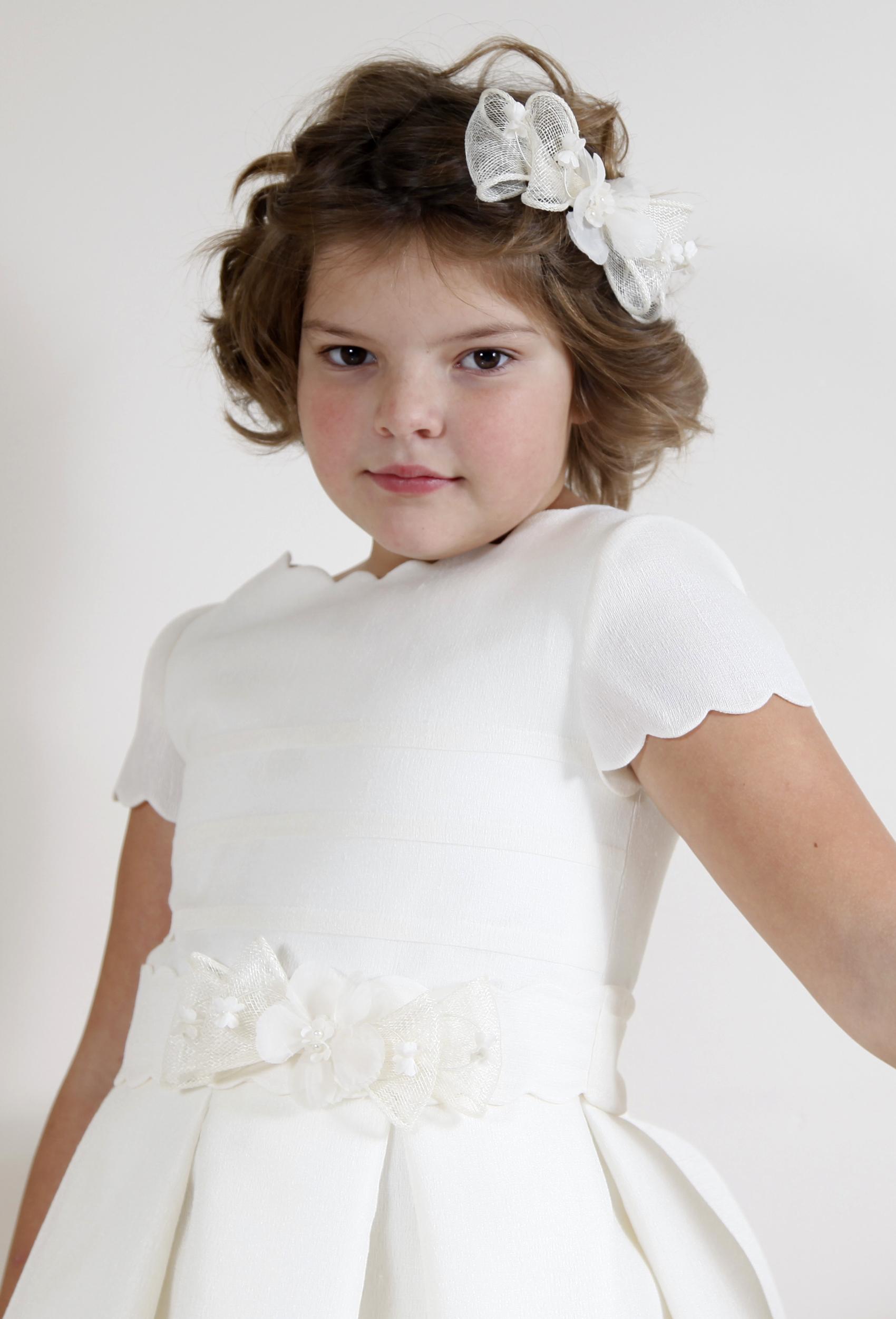 Vestido comunión niña en esterilla marfil con lorzas y ondas