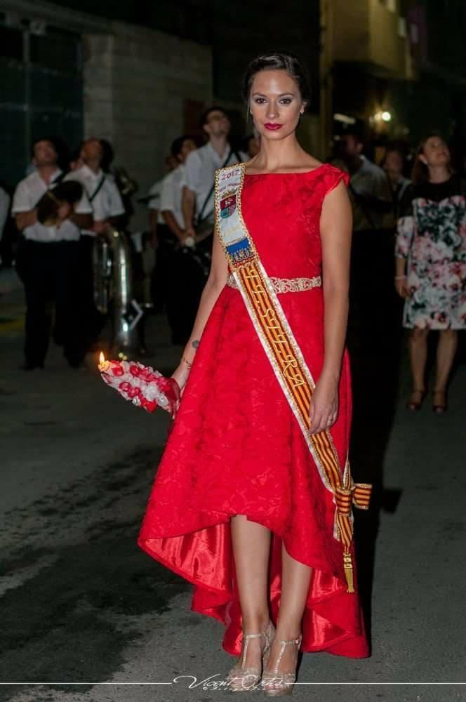 vestido festera rojo falda asimetrica