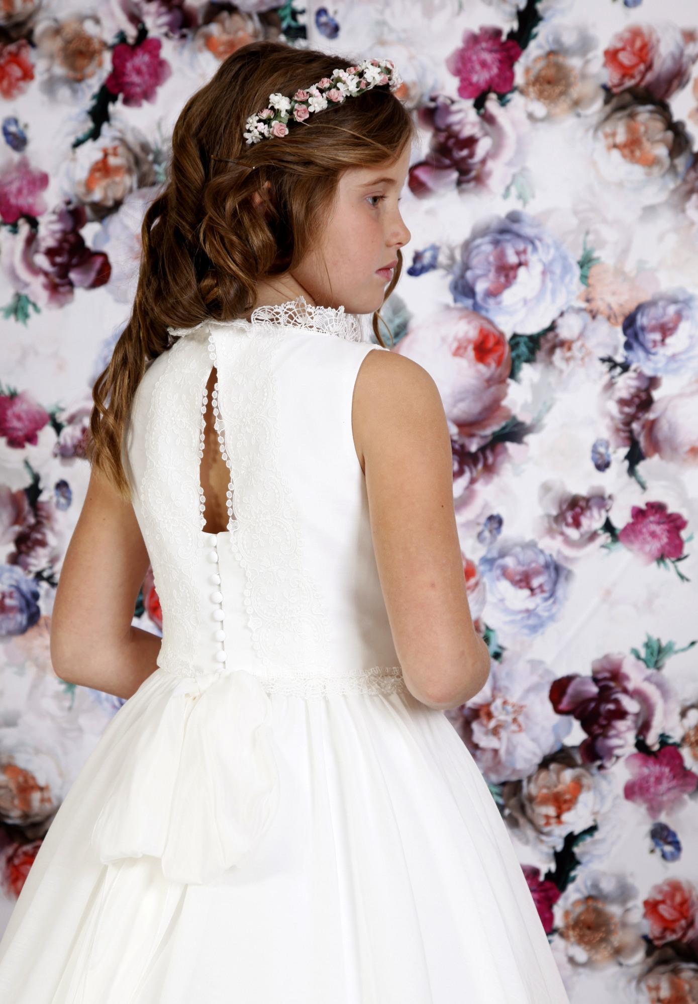 vestido de comunión con espalda abierta