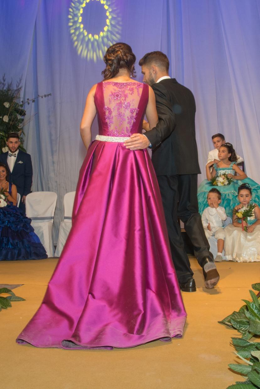 vestido de festera color y espalda de encaje