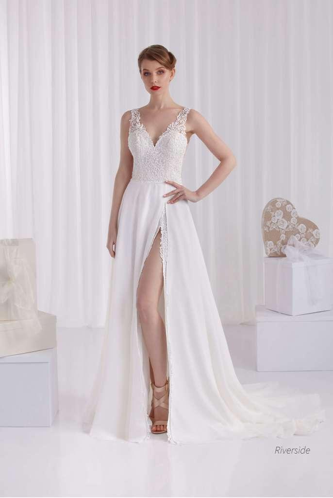Vestido de novia con abertura en falda