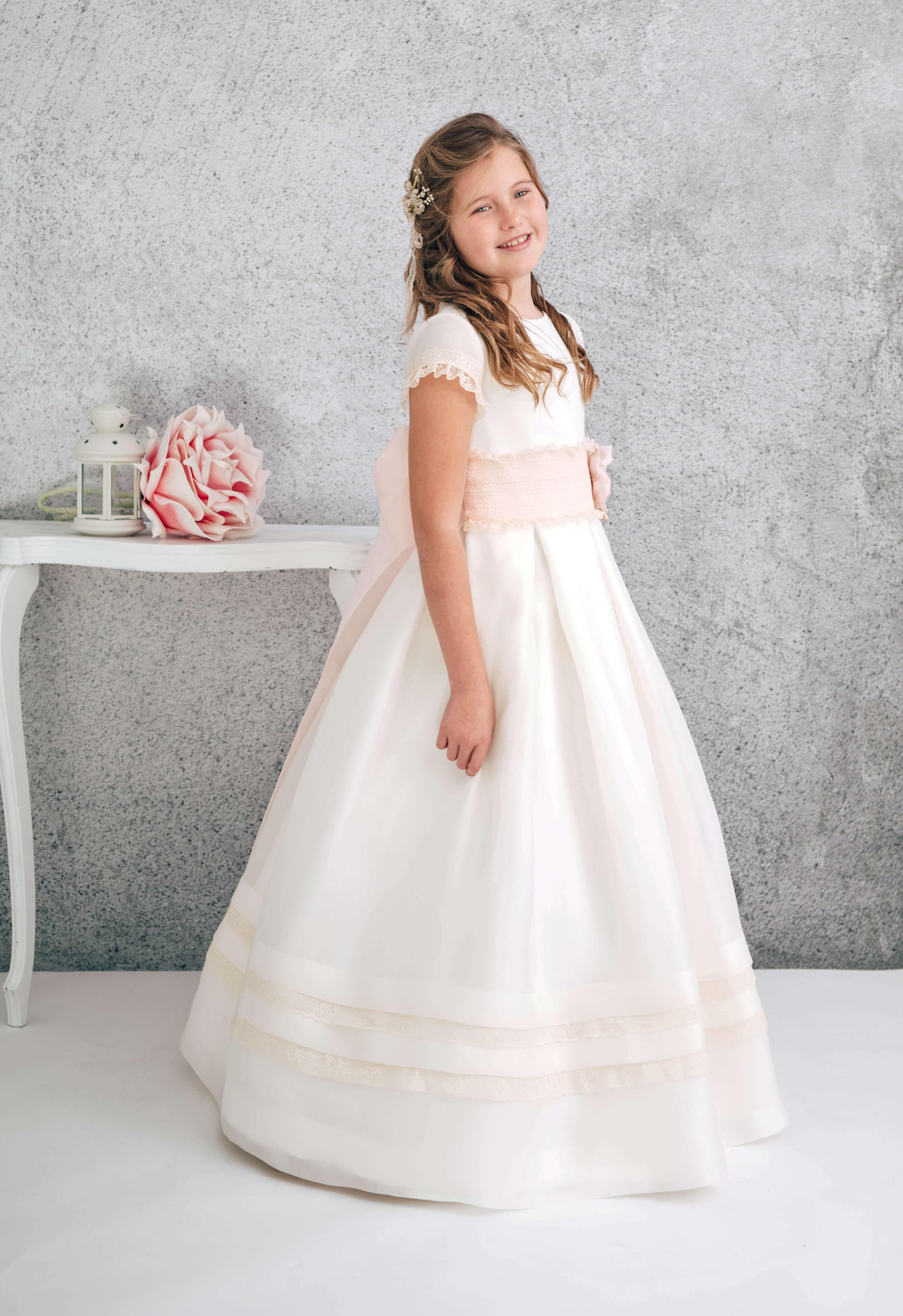 vestido de comunión de seda y puntillas de algodón