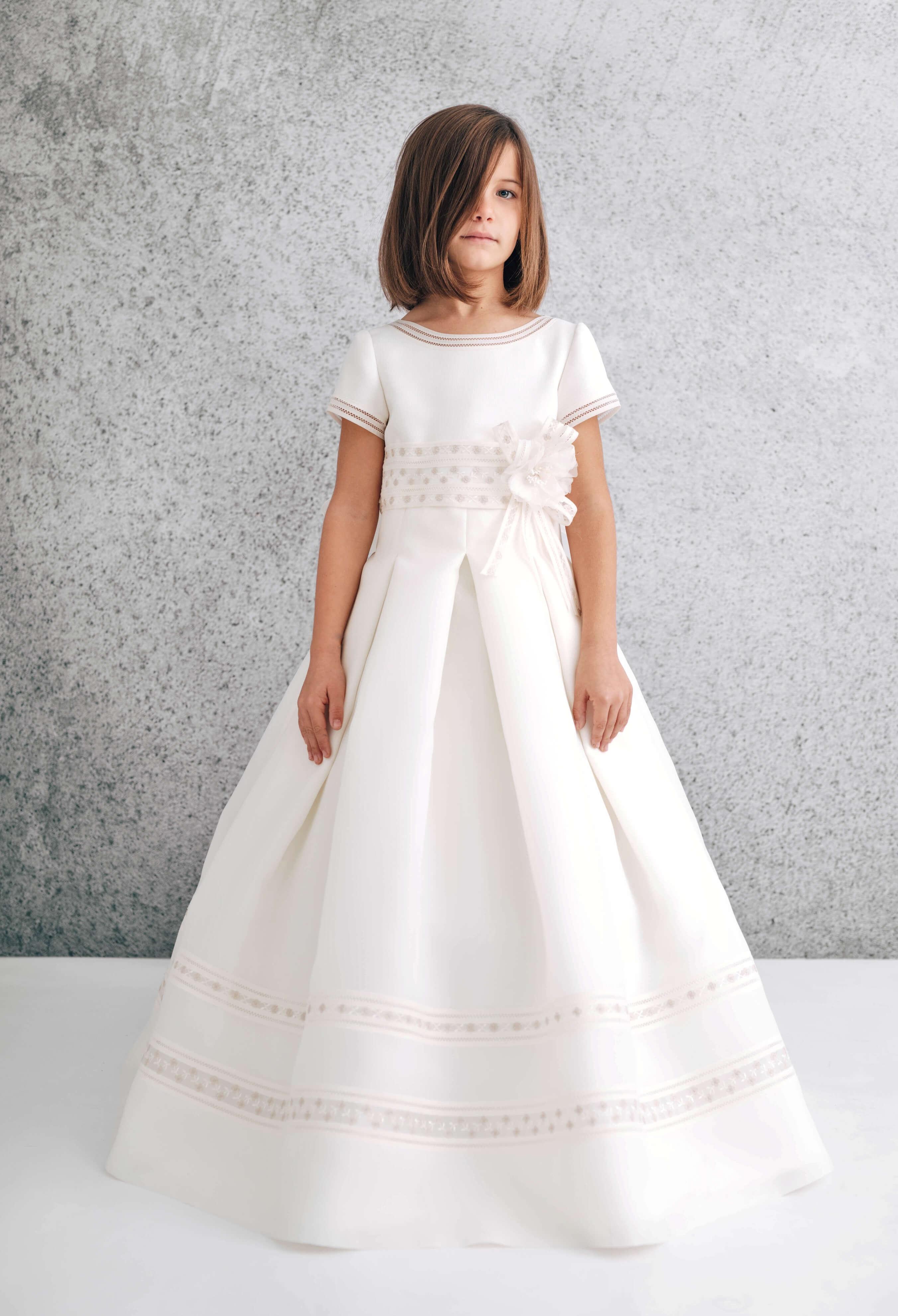 vestido de comunión de corte clásico