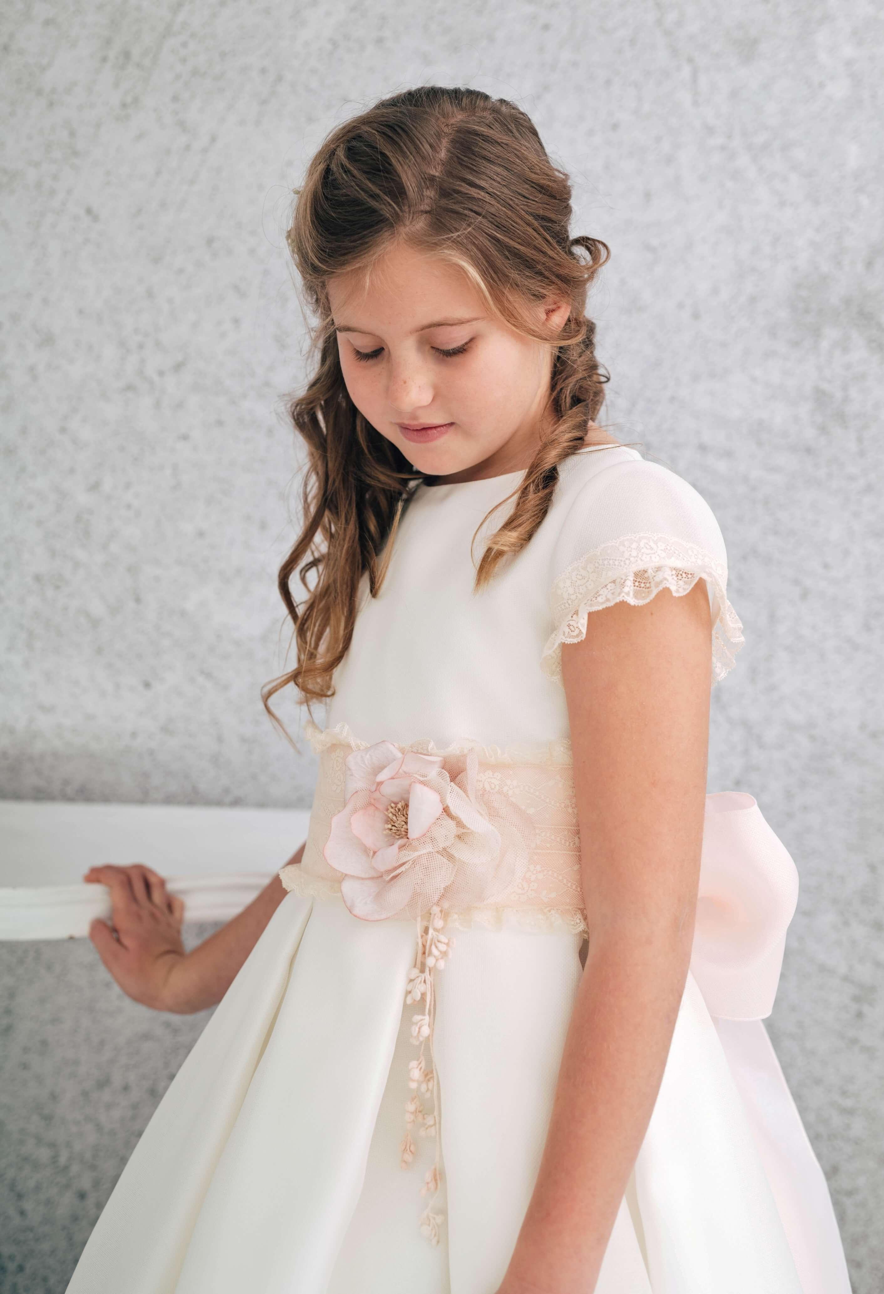 vestido de comunión con falda a tablas