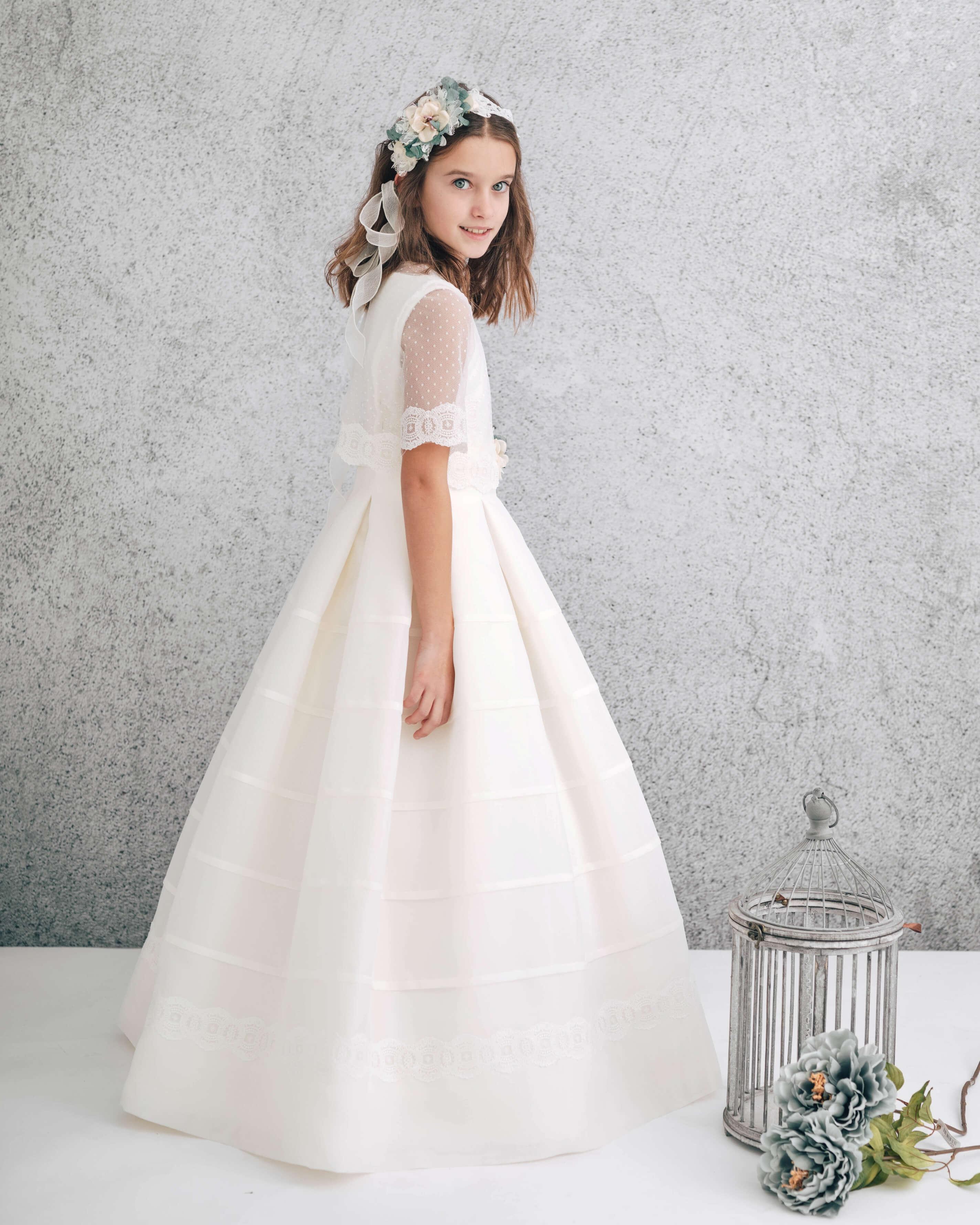 vestido de comunión falda tablas y chaqueta